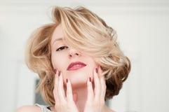 Portrait eines blonden Mädchens Lizenzfreie Stockfotografie