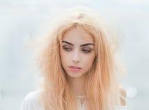 Portrait eines blonden Mädchens Stockfoto