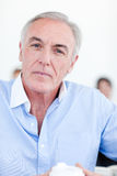 Portrait eines ernsten Senior Managers Lizenzfreies Stockfoto