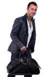 Portrait eines fälligen Mannes mit einer Handtasche lizenzfreie stockfotografie