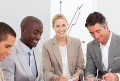 Portrait eines Geschäftsteams in einer Sitzung Stockfotografie