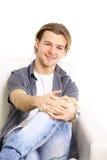 Portrait eines glücklichen erwachsenen Mannes Lizenzfreie Stockfotografie