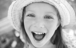 Portrait eines glücklichen liitle Mädchens stockbilder