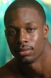 Portrait eines jungen Afroamerikanermannes Stockfoto