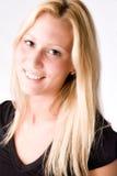 Portrait eines jungen blonden Mädchens gebildet im Studio stockfotos