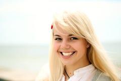 Portrait eines jungen freundlichen Mädchens Stockbild