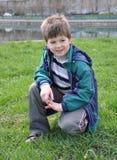Portrait eines Jungen im Park Lizenzfreie Stockbilder