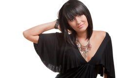 Portrait eines jungen lächelnden Brunette in einem schwarzen Dr. Stockfotos