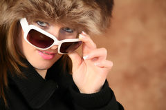 Portrait eines jungen Mädchens mit Pelzschutzkappe Lizenzfreies Stockbild