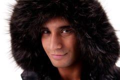 Portrait eines jungen Mannes mit einer Pelzhaube Stockfotografie