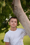 Portrait eines Jungen am Park. Stockbild