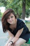 Portrait eines jungen schönen Mädchens in einem Park Lizenzfreie Stockfotografie