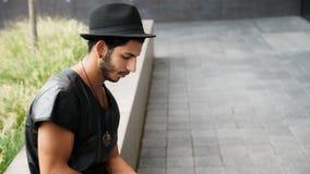 Portrait eines jungen stattlichen Mannes Stockfotografie