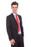Portrait eines lächelnden überzeugten Geschäftsmannes Stockbild