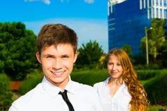Portrait eines lächelnden Geschäftsmannes Stockfotos