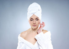 Portrait eines Mädchens auf einer Schönheitsbehandlungprozedur Stockfoto