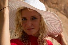Portrait eines Mädchens in einem Hut Stockfoto