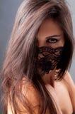 Portrait eines Mädchens in einer Schablone Lizenzfreie Stockfotografie