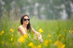 Portrait eines Mädchens mit Blumenlilie Lizenzfreie Stockfotografie