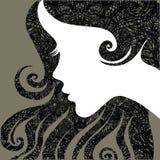 Portrait eines Mädchens mit dem schönen Haar Stockbilder