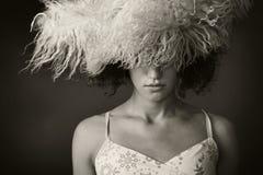 Portrait eines Mädchens mit einem Pelzhut lizenzfreies stockbild