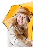 Portrait eines Mädchens mit einem Regenschirm Lizenzfreie Stockfotos