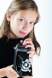 Portrait eines Mädchens mit Kamera Lizenzfreie Stockfotos