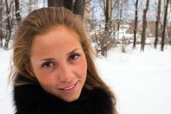 Portrait eines Mädchenwinters. Lizenzfreies Stockfoto