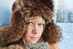 Portrait eines Mädchenwinters. Stockfoto