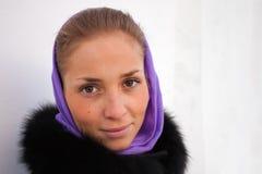 Portrait eines Mädchenwinters. Stockfotos