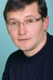 Portrait eines Mannes mit Gläsern Stockbild