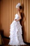 Portrait eines Mädchens in einem Hochzeitskleid Lizenzfreies Stockfoto