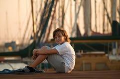 Portrait eines netten jungen Jungen. Stockfotografie
