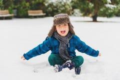 Portrait eines netten kleinen Jungen Stockfoto