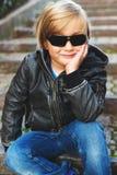 Portrait eines netten kleinen Jungen Stockbild