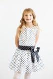Portrait eines reizenden kleinen Mädchens stockfoto
