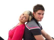 Portrait eines reizenden Paares, das an der Kamera lächelt Stockfotos