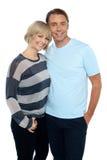 Portrait eines romantischen jungen Paares Lizenzfreie Stockfotos