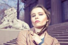 Portrait eines schönen Brunette Stockfotografie