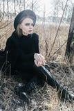 Portrait eines schönen jungen Mädchens in einem Hut stockfotos