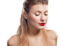 Portrait eines schönen Mädchens mit den roten Lippen Stockfotografie