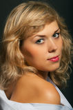 Portrait eines schönen Mädchens mit sauberer Haut Lizenzfreie Stockbilder