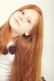 Portrait eines schönen Redheadmädchens lizenzfreie stockfotos