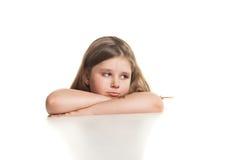 Portrait eines schönen schreienden Mädchens stockfotografie