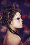 Portrait eines schönen weißen Mädchens in der Geishaart Lizenzfreie Stockbilder