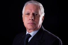 Portrait eines stattlichen fälligen Geschäftsmannes Stockfotos