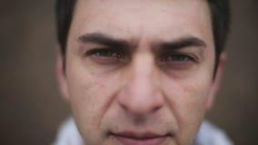 Portrait eines traurigen Mannes stock video footage