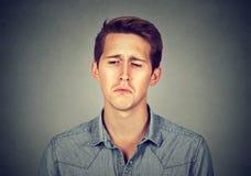 Portrait eines traurigen Mannes Stockfoto