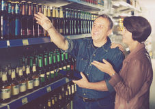 Portrait of an elderly couple buying a beer at the grocery store Royalty Free Stock Photography