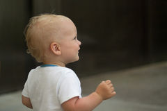 Portrait en gros plan d'enfant en bas âge mignon sourire de bébé Copiez l'espace Image stock